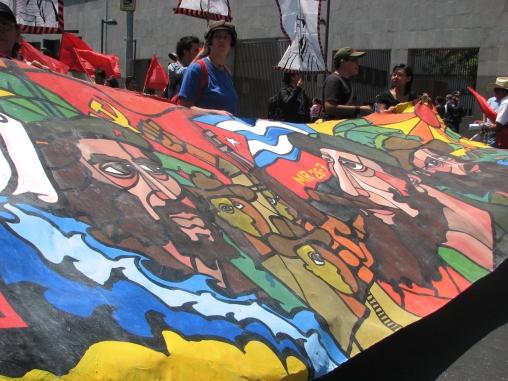 Militantes del Partido Comunista de México marcharon este 27 de julio por las avenidas principales del Distrito Federal en solidaridad con Cuba Socialista, Fidel y Raúl, y los 60 años del Asalto al Cuartel Moncada. Fotos: Alberto Buitre